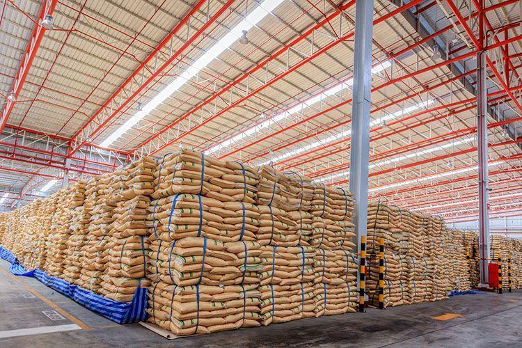 hala rolnicza skladujaca produkty rolne