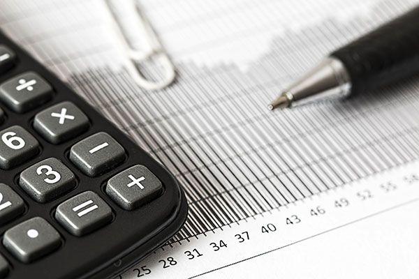 Czy istnieją firmy pomagające wyjść z długów? Sprawdzamy